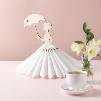 Салфетница из дерева девушка и зонт ажурный