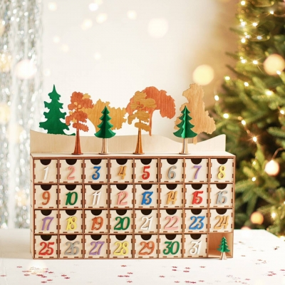 Адвент календарь из дерева на 31 ячейку с ящичками