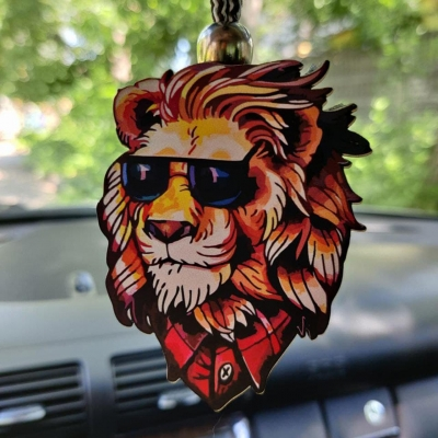 """Ароматизатор в машину из дерева, дизайн """"Лев в очках"""""""