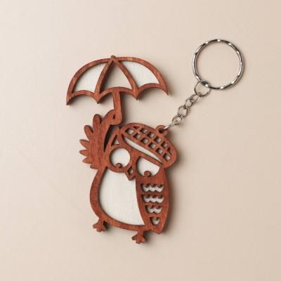 Брелок из дерева сова с зонтиком, цвет красное дерево