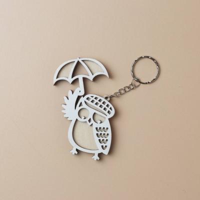 Брелок из дерева сова с зонтиком, цвет белый