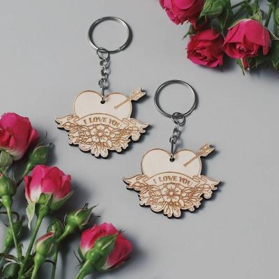 Брелок сердце для ключей из дерева валентинка v1