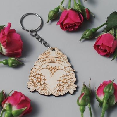 Брелок сердце для ключей из дерева валентинка v3