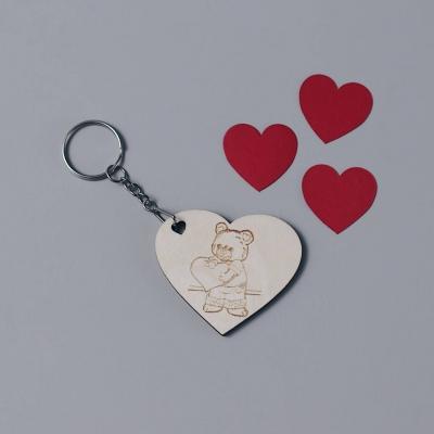 Брелок сердце для ключей из дерева валентинка мишка с сердцем v2