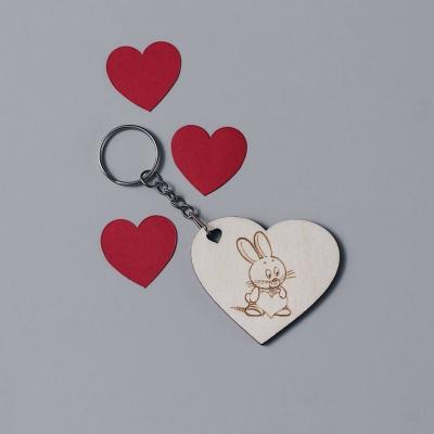 Брелок сердце для ключей из дерева валентинка зайка с сердцем v2