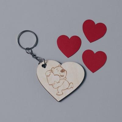 Брелок сердце для ключей из дерева валентинка мишка с сердцем v1