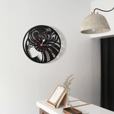 """Декор на стену. Настенные часы """"Девушка с аксессуаром для парикмахера"""""""