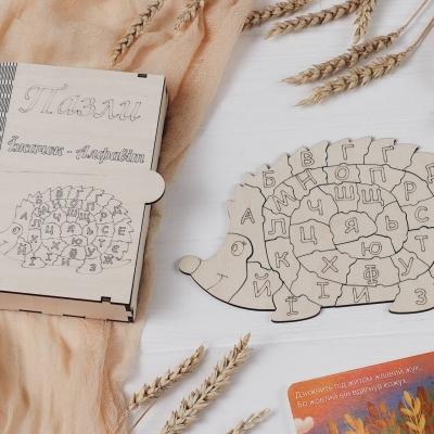 Алфавит из фанеры для деток в коробке дизайн Ежик