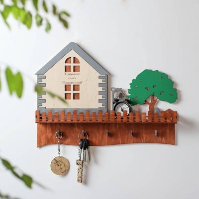 Ключница настенная для ключей из дерева дизайн домик с деревом и собакой