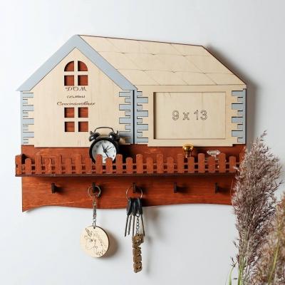 Ключница настенная для ключей из дерева дизайн домик с окошком для фото
