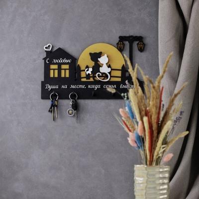 Ключница настенная из дерева Кошки на луне и Семья цвет черный с желтым