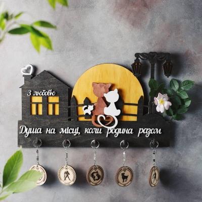 Ключница настенная из дерева Кошки на луне цвет Венге