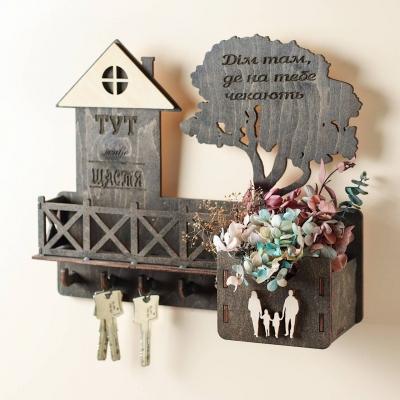 Ключница настенная с балконом из дерева с семьей цвет венге