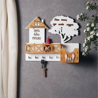 Ключница настенная с балконом из дерева с семьей цвет белый с медовым