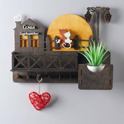Ключница настенная из дерева Кошки на луне с балконом цвет венге