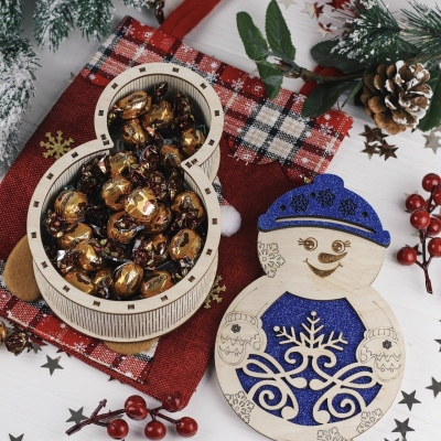 Новогодняя коробка снеговик цветная для подарка и конфет