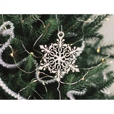 Деревянная снежинка на елку ажурная