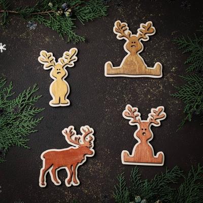 Набор игрушек на елку дизайн олени 4шт. 2 в медовом цвете и 2 в цвете красное дерево