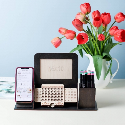 Органайзер на стол вечный календарь с фото и подставкой под телефон, цвет венге