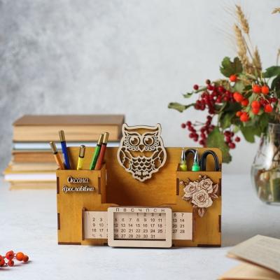 Деревянный именной органайзер с вечным календарем. Настольный органайзер с совой и цветами цвет медовый