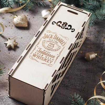 Деревянная коробка для упаковки. Подарочная коробка для бутылки. Дизайн Джек Дэниэлс