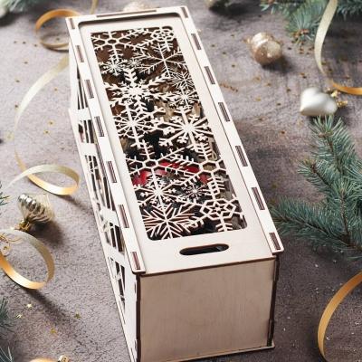 Деревянная коробка для упаковки. Подарочная коробка для бутылки. Дизайн снежинки резные