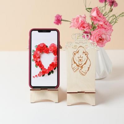 Подставка для телефона из дерева медведь с короной