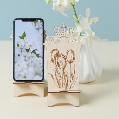 Подставка для телефона из дерева с короной дизайн тюльпаны v1