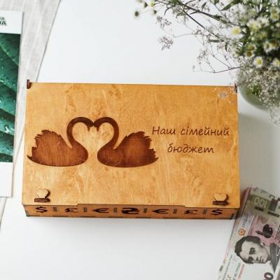 Семейный бюджет копилка из дерева с лебедями (цвет медовый)